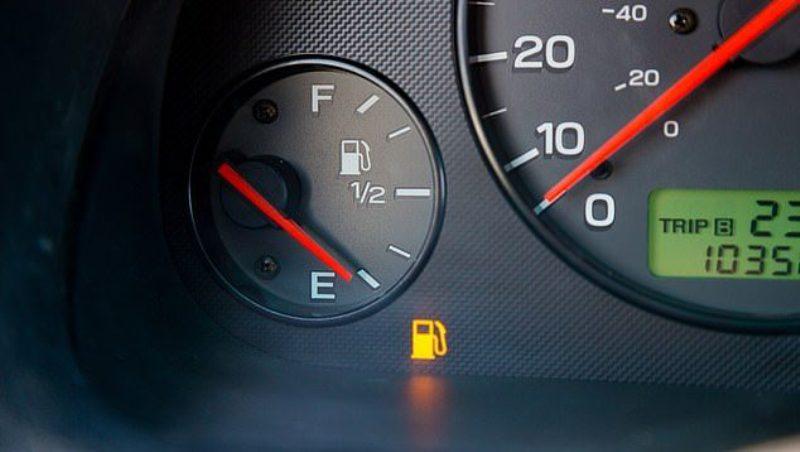Mos e drejtoni veturën kur keni pak karburant, kjo është arsyeja