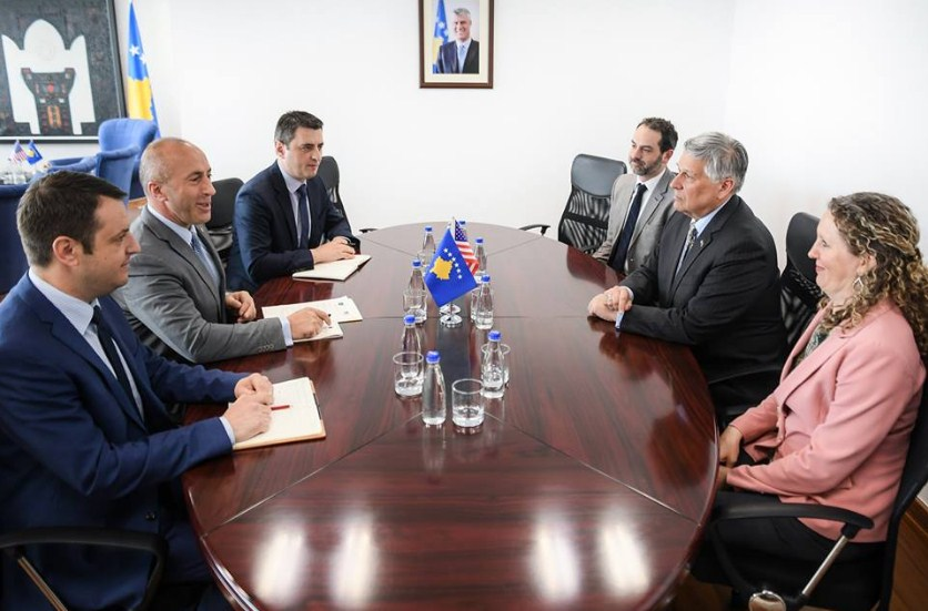 Ambasadori amerikan i shkon sërish në zyre, kryeministrit Haradinaj tregon çka biseduan
