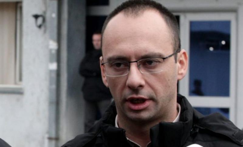 Igor Simiq  Të hetohet vdekja e  Ivanoviqit njësoj si e Astrit Deharit