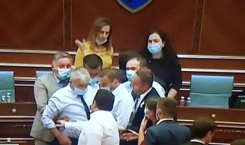 Ndërprerja e seancës së Kuvendit  si erdhi deri tek eskalimi i situatës